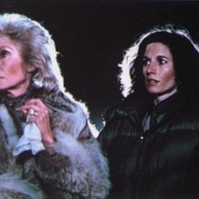 Janet Leigh e Nancy Kies in una scena di Fog