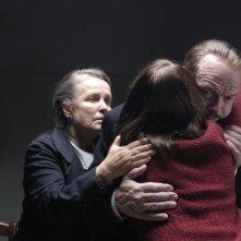 Julia Jentsch (di spalle) è Sophie Scholl, la rosa bianca. La scena dell'ultimo abbraccio con i genitori
