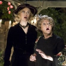 Nicole Kidman e Carole Shelley in Vita da Strega
