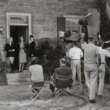 Alfred Hitchcock (di spalle) e Tippi Hedren sul set di Marnie