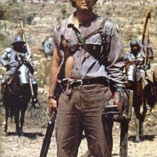 Bruce Campbell in una scena dell'horror L'armata delle tenebre