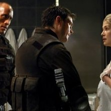 The Rock, Karl Urban e Rosamund Pike in Doom