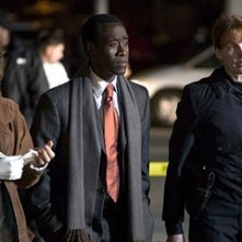 Jennifer Esposito, Don Cheadle e Kathleen York in Crash