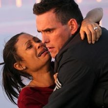 Thandie Newton e Matt Dillon in una scena di Crash