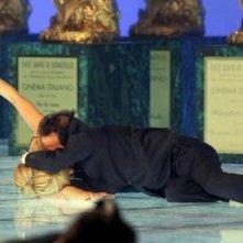 Roberto Benigni seppellisce sotto la sua euforia la povera Milly Carlucci, in occasione dei David di Donatello