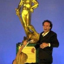 Roberto Benigni seppellisce sotto la sua euforia la povera Milly Carlucci, durante i David di Donatello