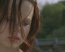 Thora Birch in una scena di THE HOLE