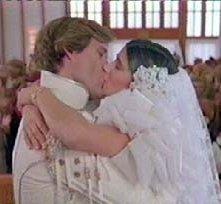 Bill Pullman e Daphne Zuniga in una scena di BALLE SPAZIALI