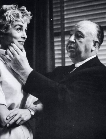 Alfred Hitchcock e Janet Leigh sul set di Psycho
