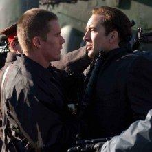 Nicolas Cage e Ethan Hawke in una scena del film Lord of War