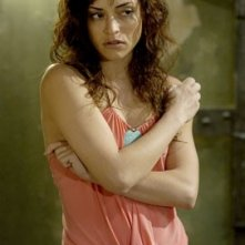Emmanuelle Vaugier in una scena del secondo capitolo di Saw