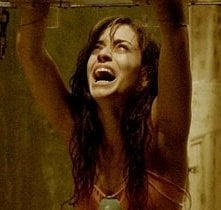 Emmanuelle Vaugier in una scena di Saw 2