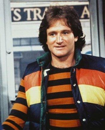 Robin Williams nei panni dell'alieno Mork