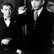 Humphrey Bogart e Peter Lorre ne Il mistero del falco