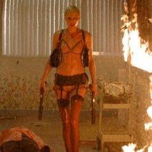 Kate Nauta in una scena di Transporter: Extreme