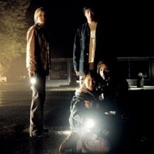 Maggie Grace, Cole Heppell, Tom Welling e Selma Blair in una scena di The Fog