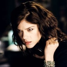 Selma Blair in una scena del remake di The Fog