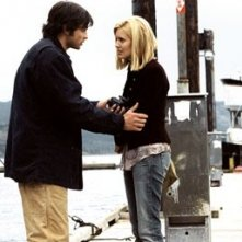 Tom Welling e Maggie Grace in una scena di The Fog