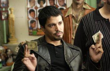 Jay Hernandez in una scena del film Carlito's Way - Scalata al potere