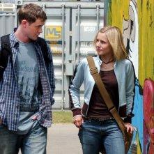 Kristen Bell e Aaron Ashmore nel terzo episodio di Veronica Mars