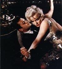 marilyn Monroe e Tony Curtis in A qualcuno piace caldo