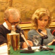 21.12.05 Woody Allen e Scarlett Johansson alla conferenza stampa per Match Point, a Roma