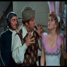 Marty Feldman, Dom DeLuise e Bernadette Peters in una scena de L'ULTIMA FOLLIA DI MEL BROOKS