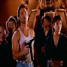Una scena di Grosso guaio a Chinatown con Kurt Russell