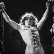 Fay Wray in una sequenza celebre di KING KONG