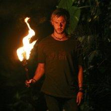 Dominic Monaghan in una sequenza dell'episodio 10 della seconda stagione di Lost