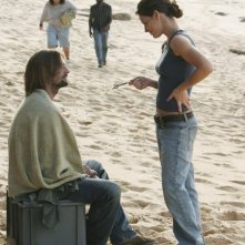 Evangeline Lilly con Josh Holloway in una scena dell'episodio 10 della seconda stagione di Lost
