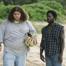 Jorge Garcia e Harold Perrineau in una scena dell'episodio 10 della seconda stagione di Lost