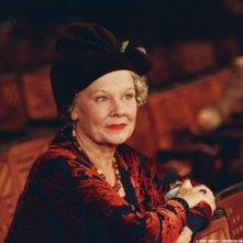 Judi Dench in Lady Henderson presenta