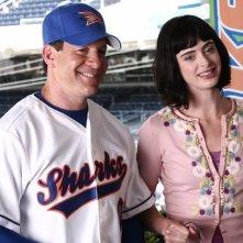Steve Guttenberg e Krysten Ritter nel primo episodio della seconda stagione di Veronica Mars
