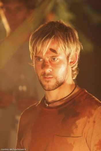 Dominic Monaghan in una scena dell'episodio 2x01 di Lost