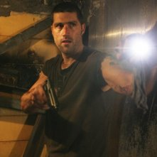 Matthew Fox in una scena dell'episodio 2x01 del serial Lost