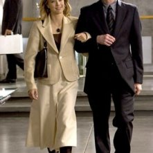 Jim Carrey accanto a Tea Leoni in Dick & Jane Operazione Furto