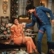 Erin Moran e Scott Baio in una scena di Happy Days