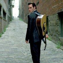Joaquin Phoenix è Johnny Cash nel film Walk the Line