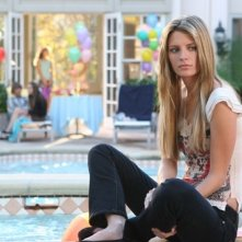 Mischa Barton in una scena di The O.C.