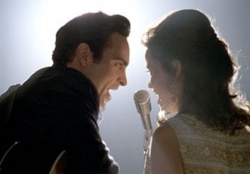 Reese Witherspoon e Joaquin Phoenix nella biopic musicale Walk the Line