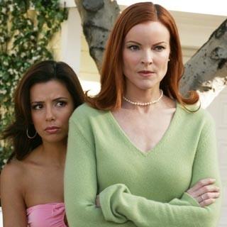 Marcia Cross ed Eva Longoria in una scena di Desperate Housewives