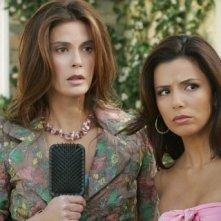 Teri Hatcher ed Eva Longoria in una scena di Desperate Housewives