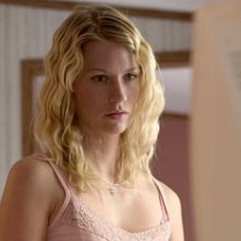 January Jones in Le tre sepolture