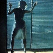 Kim Basinger si spoglia per Mickey Rourke in Nove settimane e mezzo