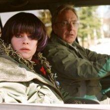 Alan Rickman e Emily Hampshire in una scena di Snow Cake