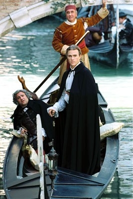 Omid Djalili e Heath Ledger in Casanova