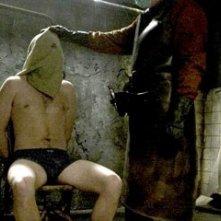 Una scena di tortura nel film Hostel