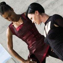 Charlize Theron e Sophie Okonedo in Aeon Flux