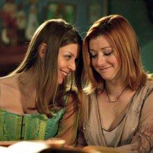 Alyson Hannigan e Amber Benson in una scena di Buffy